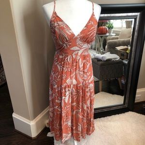 WILD FABLE FLORAL PRINT SLEEVELESS TIERED DRESS